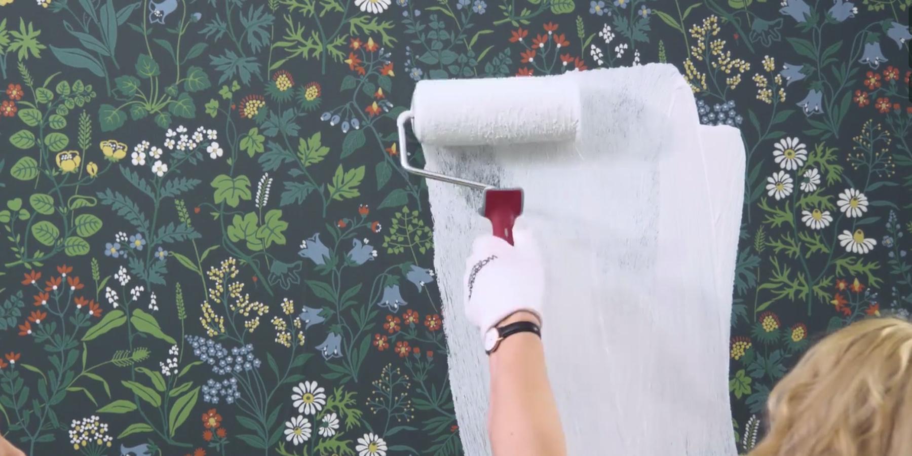 Inredning måla på gammal tapet : SÃ¥ mÃ¥lar du över tapeten!